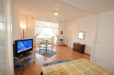 g nstige ferienwohnung berlin. Black Bedroom Furniture Sets. Home Design Ideas