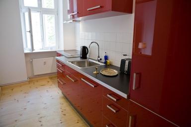 grosse ferienwohnung berlin 4 zimmer 8 personen. Black Bedroom Furniture Sets. Home Design Ideas
